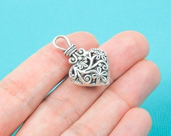4 Antiqued Silver Tone FILIGREE HEART Charm Pendants . CHS0030