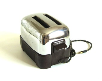 General Electric Toaster Cloth Cord 129T75 GE Pop Up Toaster 2 Slice Chrome Art Deco Toaster 1940s Kitchen (as-is, cracked base)