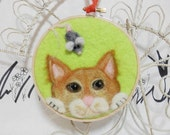 Needle felted cat picture, yellow cat with mouse, kitten hoop art, tabby cat wall hanging, felted wool cat with gray mouse, marmalade