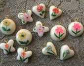 Vintage Plastic Charms Cream w/ Multicolor Flowers Round Heart Butterfly (12)