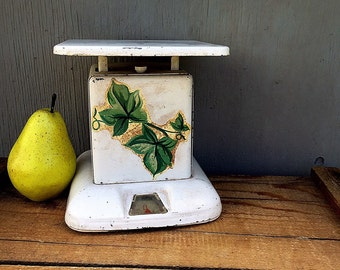 Vintage KITCHEN SCALE | c.1940's-1950's Painted White Metal Scale with Green Ivy Leaves | Maid of Honor Scale | Flea Market Kitchen Décor |