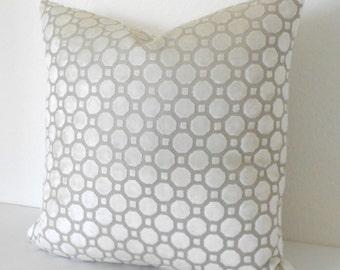 Geometric velvet decorative pillow in pearl