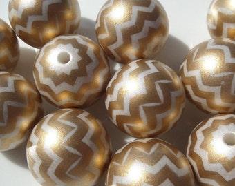 20mm. 10CT.  Gold and White Chevron Striped Bubblegum Beads, C59