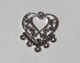 Delicate Heart Shaped Pendant, Necklace Connector, (Can Hold ss4 Rhinestone) 20x24mm, (Y26)