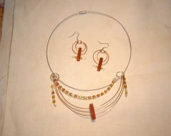 Silver wire necklace and earring set.