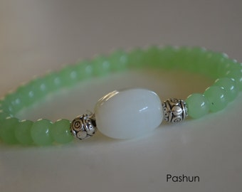 Yoga Stretch Bracelets ... Light Green and White Bead (1354)