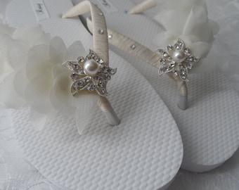 Ivory Bridal Flip Flops / Beach Wedding Flip Flops / Rhinestone Flip Flops / Chiffon  Leaf Flip Flops./ Bridesmaids.