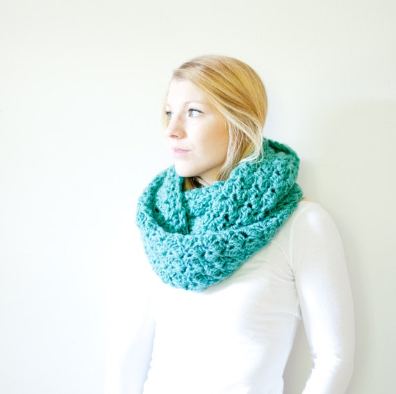 the CHARLOTTE infinity - Chunky Cowl Infinity Scarf Hooded Scarf - country green - limited quantities available