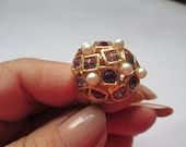 Vintage pink stone and pearl chunky ring adjustable band gold toned good condition no markings