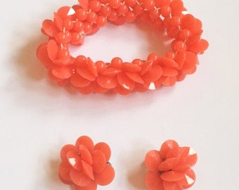 Lucite Jewelry Set, Stretch Bracelet with Earrings, Coral Colour, Retro Vintage Jewelry SUMMER SALE