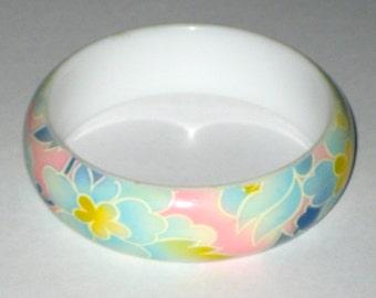 Vintage plastic bracelet with pastel floral design Springtime