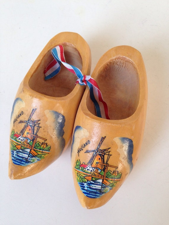 "Vintage miniature Dutch Wooden Clogs Shoes windmills handpainted 4.5"""