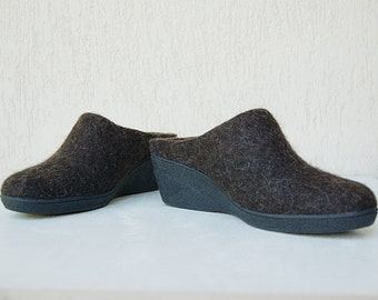 Wool clogs brown - Clogs Rustic - Felted wool mules with rubber soles - Felted wool wedge clogs dark brown - organic wool shoes