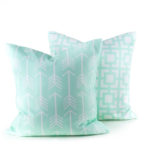 Throw Pillows In Mint Green : Items similar to GREEN PILLOW,Decorative Pillow Cover Mint Green Pillow Throw pillow Covers ...