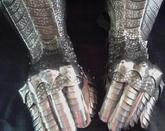 Gauntlets - dragon skin