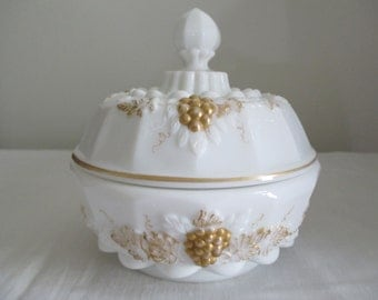 Westmoreland Grape and Vine Covered Dish