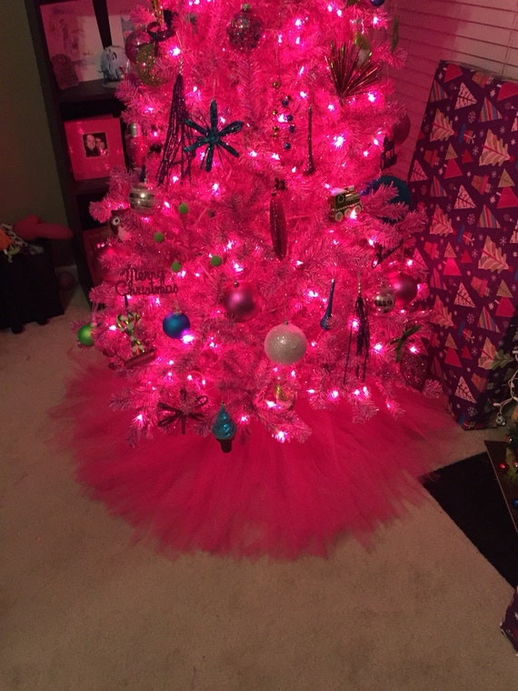 hot pink christmas tree skirt for 2 39 tree by bowsbaublesandbeads. Black Bedroom Furniture Sets. Home Design Ideas