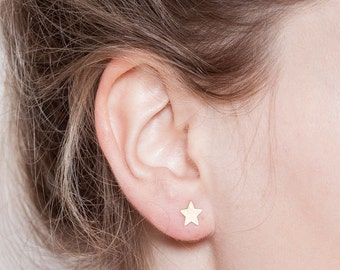 Sale, gold stud earrings: Tiny star earrings.