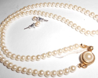 """Glass pearls necklace earring set vintage 1970s prim and proper preppy pearls 16"""" pierced pearl posts"""
