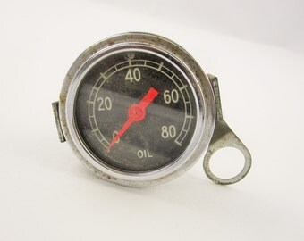 A 'Stewart Warner 16119' Metal and Glass Oil Gauge - With Glass Front - Red Arrow - White Inside Numbers - Industrial - Steampunk - Upcycle