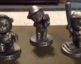 """Vintage Collectible Miniature Avon Fine Pewter 1983/1984 School Day Little Bears 1 1/4"""" Tall"""