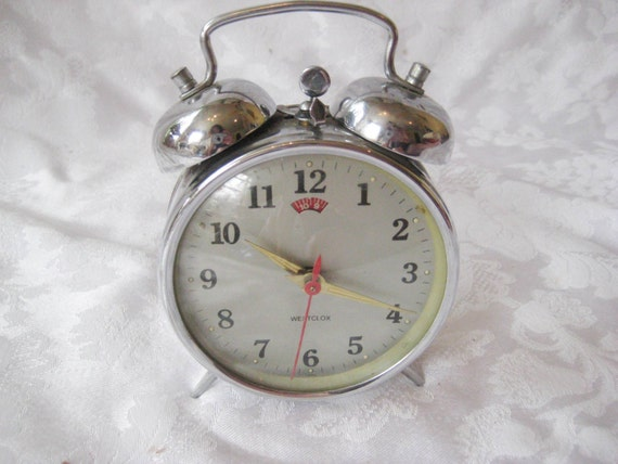 vintage wind up alarm clock travel clock table top clock. Black Bedroom Furniture Sets. Home Design Ideas