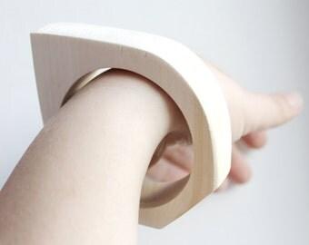 15 mm Wooden bangle unfinished rounded triangular - natural eco friendly NE2-15