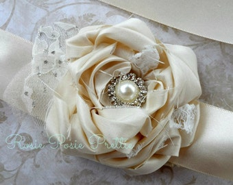 Wrist Corsage, Corsage, Ivory wrist corsage, Ivory corsage, Silk corsage, Bridal Corsage, Mother of the Bride, Wedding Corsage, Handmade