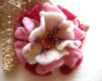 Pink Felted Flower Brooch Pin,Wool Felt, Felted Wool, Felt Brooch, Flower Brooch, Pin, Felt Flower Pin, Beaded