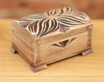 Jewelry box Handcrafted wooden box Carving box Ring box Holzkiste Boîte en bois