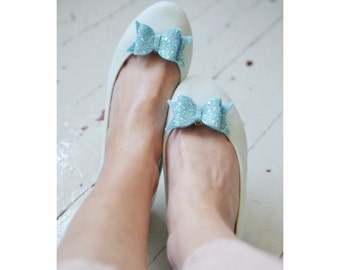 Ice Blue Glitter Bow Shoe Slips, Pastel Blue Glitter Bow Shoe Clips, Babyblue Glitter Wedding Shoeclips, Blue Flowergirl, Frozen Glitter