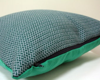 Horizontal Print Woollen Cushion Cover