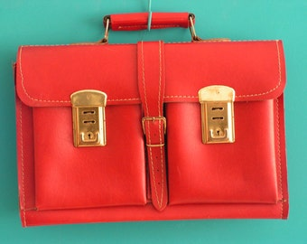 Vintage  1970s  red leather Satchel Messenger Bag School Bag Schoolbag