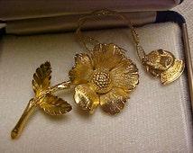 Vintage 1970's Era Signed Giovanni Goldtone Metal Flower Design Pin / Brooch with Original Box & Tag
