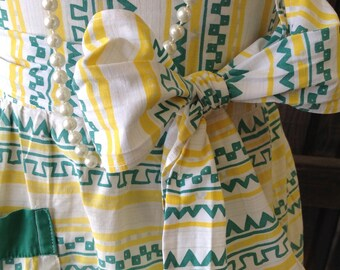 Vintage Apron Aztec Print Half Apron Green Yellow Large Pocket Retro Kitchen Home Living Dining Entertaining Linens by picadillymarket