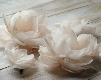 Set of 4 champagne flowers Champagne hair flower Champagne bridesmaids Champagne veil Champagne feathers pins Cream hair flower Cream pins