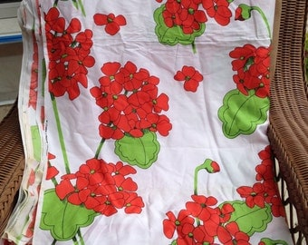 Vintage Cotton Fabric- Lg Floral Print // 1 yard, bright red geraniums, lime green leaves