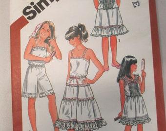K Vintage Simplicity 5804 camisole slip pattern 1982 Size 7 girls uncut