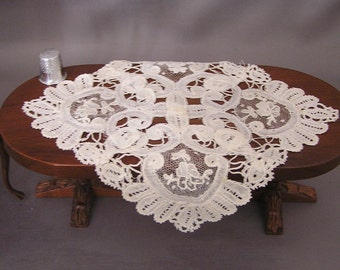 Tablecloth of Vintage Battenburg Lace for Dollhouse