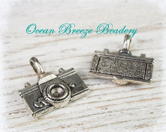 Sale! 20 Camera Charm . 22 x 21mm . Antiqued Silver