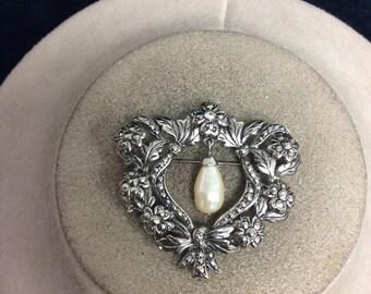 Vintage Rose Dangling Faux Pearl Pin