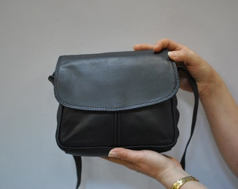 Vintage MESSENGER leather bag ....(091)
