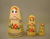 Vintage old rare set of 3 Russian Soviet Conical Nesting Dolls - USSR - Free shipping!!!