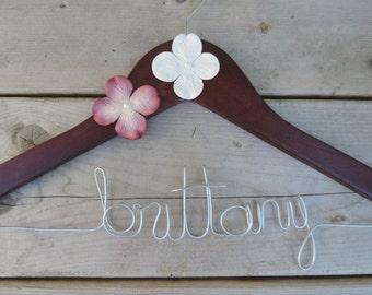 Personalized Wedding Hanger/Bridal Hanger/Bridal Party Gift/Shower Gift/Bridesmaid Gift/Name Hanger