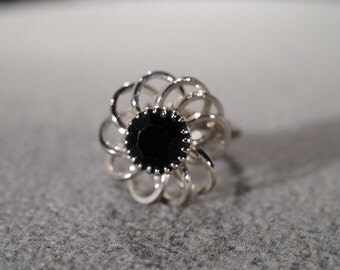 "vintage silver tone ""Sarah Coventry"" stamped ring with large floral design set with a black rhinestone center, size 7   M7"
