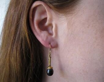 Black Pearl Earring in Gold
