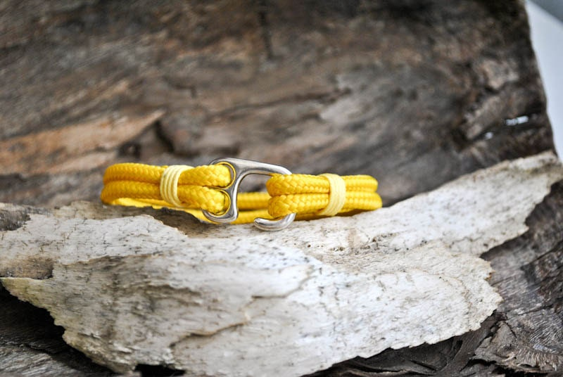 Yellow fish hook mens paracord bracelet by cristinahandmade for Fish hook paracord bracelet