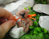 Miniature bear artist Teddy bear OOAK 5 cm tall, in 'toyZZ