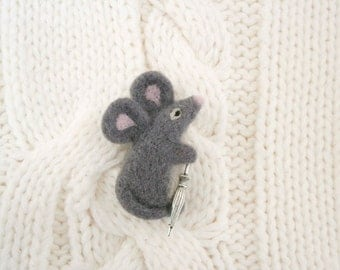 Gray mouse brooch, Felted mouse, Umbrella brooch, Miniature needle felt mouse, Hamster stuffed animal, Anniversary gift, Collectible brooch
