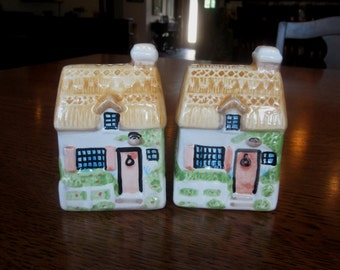 Sweet Little Cottages, Vintage Salt and Pepper Shaker Set, Houses, Made in China, Prejecting 2500 Ltd., Pastel Table Accessories, Condiments